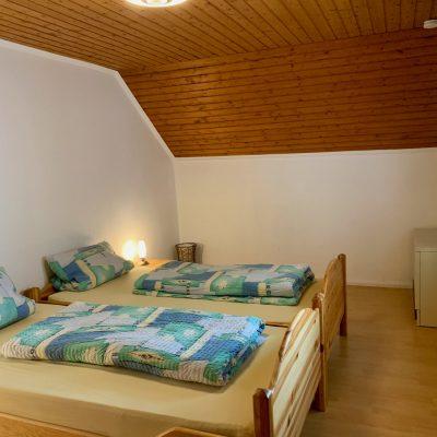 Schlafzimmer 2 - Blick Richtung Bett