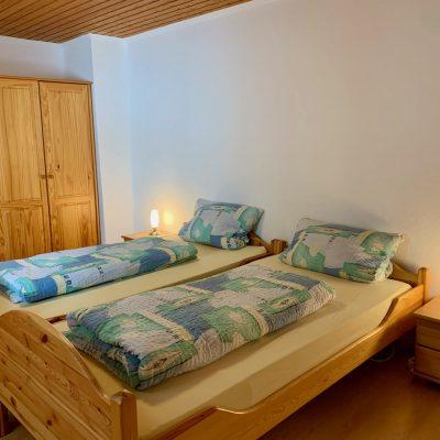 Schlafzimmer 2 - Blick Richtung Schrank